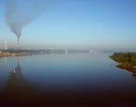 Smoke_over_the_river_Volga